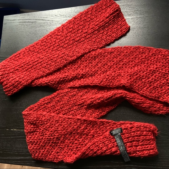FREE w/$15 purchase🔥Zara Red Knit Scarf